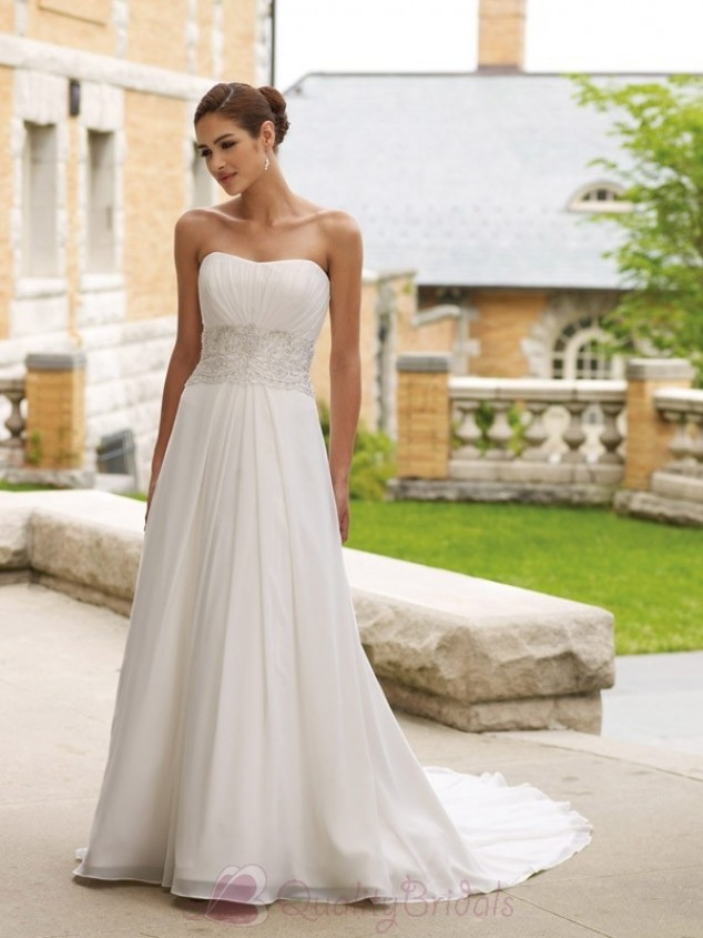 simple a-line strapless wedding dress from chiffon | Sang Maestro