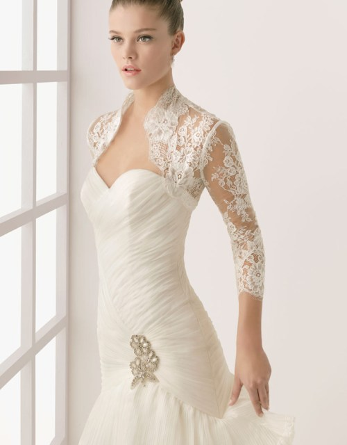 elegant wedding dress with 3 per 4 sleeves