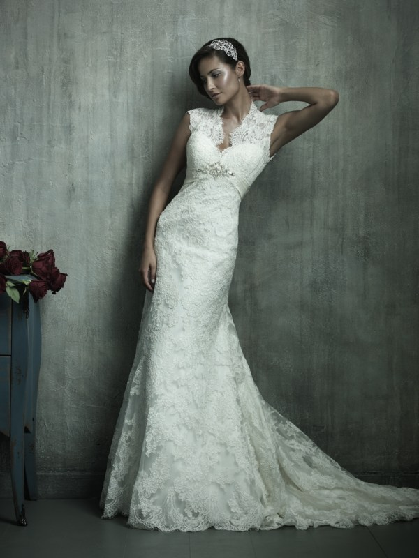 classic vintage lace wedding dress with sweetheart neckline