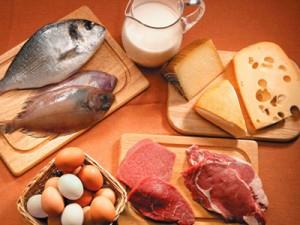 alimentacion-saludable-piramide-proteinas-carne-pescado-huevo