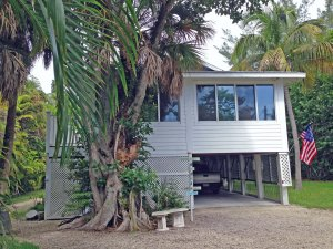 Pool home for sale in Sanibel Shores ($449K)
