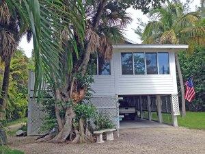 Pool home for sale in Sanibel Shores ($449K)