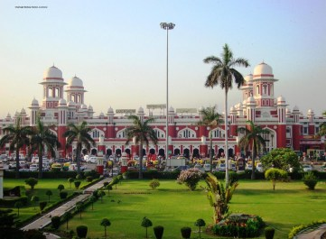 Charbagh%20Railway%20sttion
