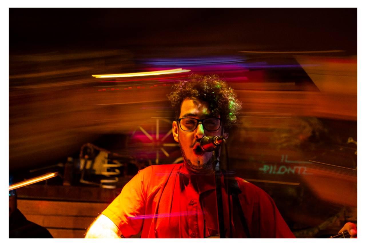 Fabricio Montilla & La Niebla Band en el escenario de Il Pilonte