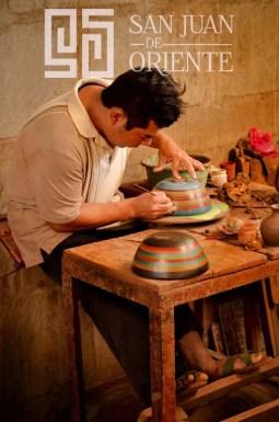 Proceso de pintado y brillo © San Juan de Oriente