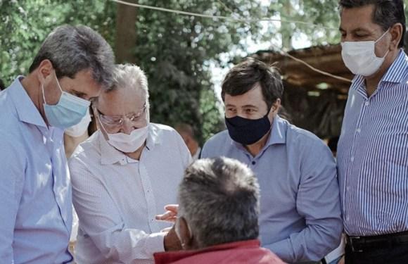 Uñac y Arroyo recorrieron zonas de Carpintería afectadas por el terremoto