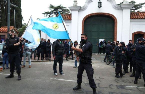 Sin derecho a reclamos: Desafectaron a 400 policías bonaerenses que participaron de las protestas frente a la Quinta de Olivos