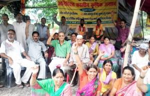 मांगों को लेकर ग्रामीणों का क्रमिक अनशन जारी