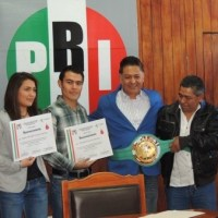 PRI entrega reconocimientos a los boxeadores Ángeles y Rómulo Koasicha