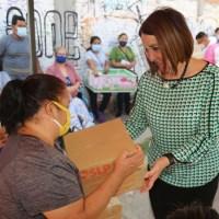 Lorena Valle entregó apoyos alimentarios en la Colonia Prados