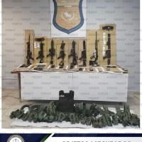 Fiscalía de SLP asegura en cateo, armas, cartuchos y equipo táctico en Tamuín