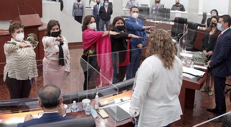 """Eligen a Vianey Montes para presidir Congreso, morenistas denuncian """"agandalle"""""""
