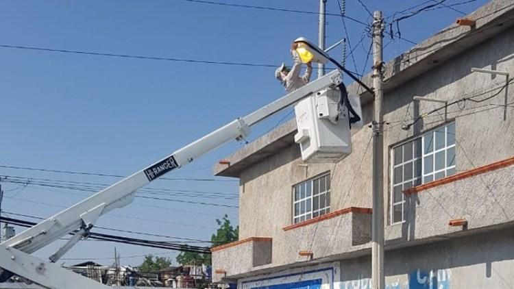 Alumbrado Público, realiza trabajos de reparación y rehabilitación de luminarias.