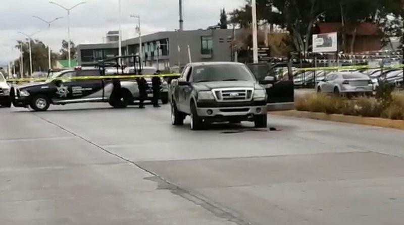 Agente de investigación lesionado y una persona sin vida, en enfrentamiento en Valle Dorado