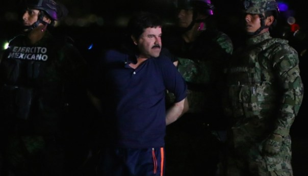 AMLO le ruega al Chapo que confiese quien lo ayudo a escapar