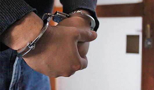 Presunto responsable del delito de detonación de arma de fuego y lo que le resulte, fue asegurado en calles de la col. Los Puertos