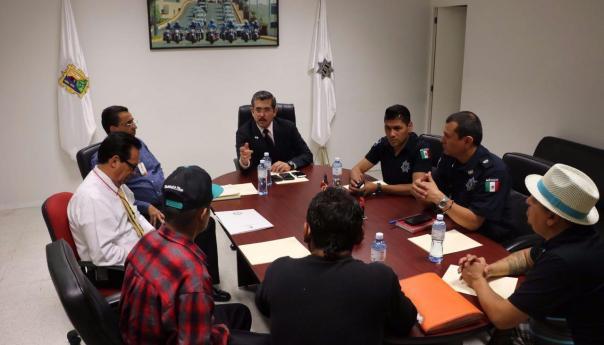 La Dirección General de Seguridad Pública de la Capital, sostuvo una reunión con el joven que resultó afectado en una riña en la colonia Cd 2000