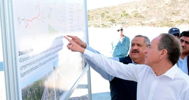 Gobernador supervisa avance de obras carreteras