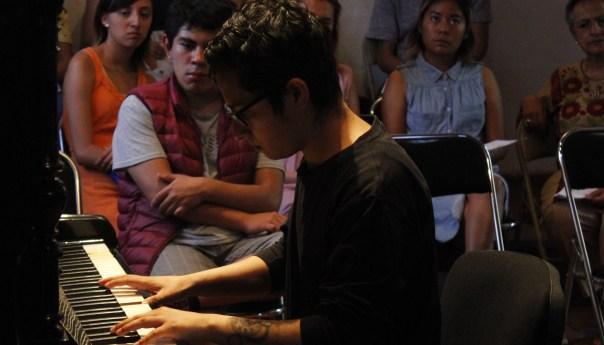 Gabriel A. Barajas Ponce presentó su recital de piano Pedazos Esparcidos