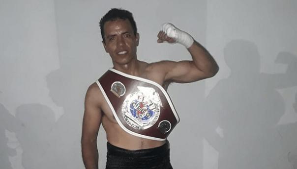 """Uriel """"el muñeco"""" Hernández campeón norteamericano de boxeo"""