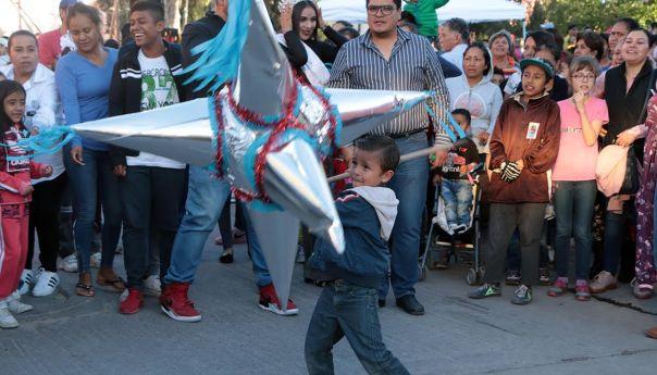 Promueve desarrollo social municipal la convivencia familiar con posadas navideñas