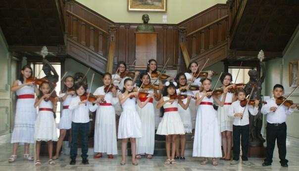 Concierto navideño con ensamble de violines Capricho