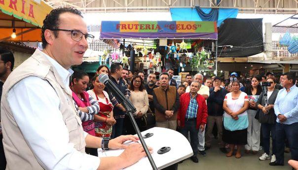 Inaugura alcalde, Xavier Nava, nuevo piso del mercado república