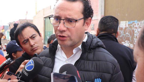 """Resalta alcalde, XNP esplendor de SLP en el libro """"la guía para detallistas"""""""