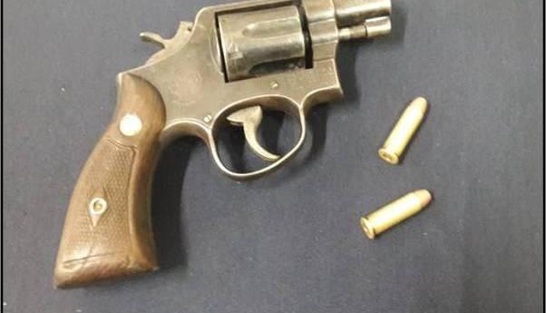 Por portación de un arma de fuego y cartuchos útiles, sujeto es detenido