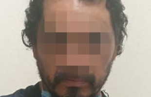 Hombre fue detenido por probables delitos contra servidores públicos