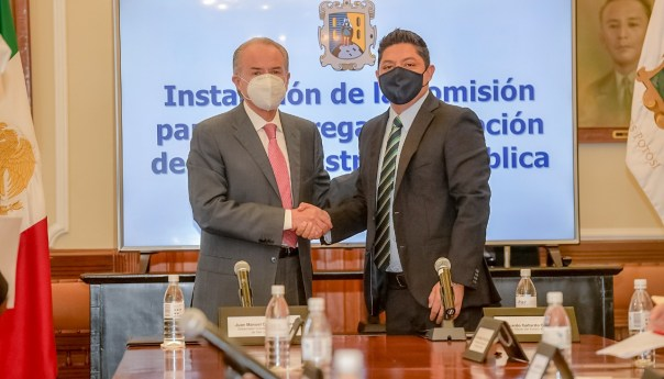 Formalizan JM Carreras y Ricardo Gallardo comisión de entrega-recepción de gobierno de SLP