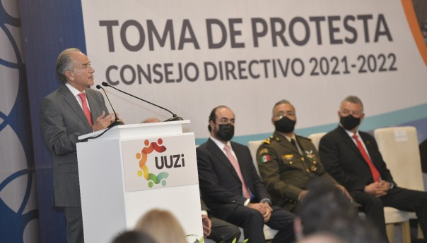 JM Carreras toma protesta a consejo directivo de la UUZI