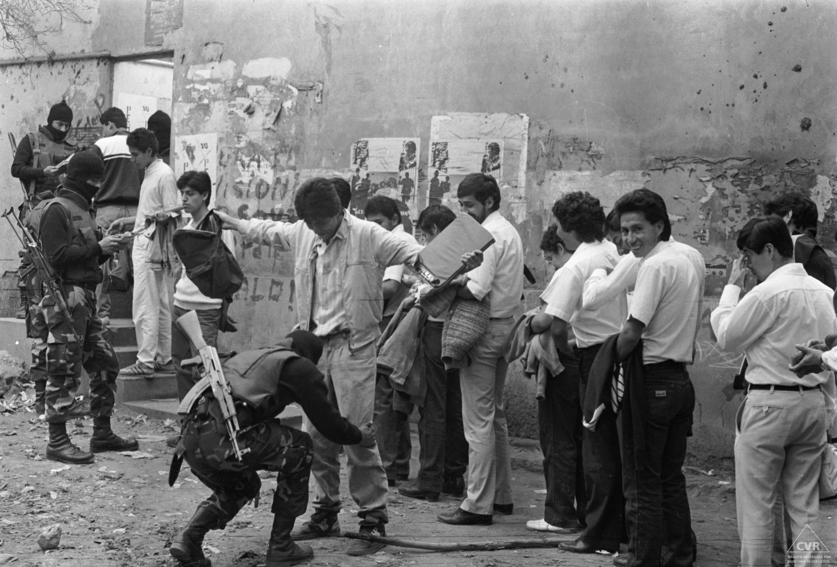 Diario El Peruano, 8 de noviembre de 1989. Intervención policial. Fotógrafo: Molero.