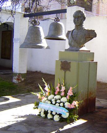 Nº43: Busto de San Martín y campanas históricas. Fotografía 2005. (celda de S. Martín en San Juan).