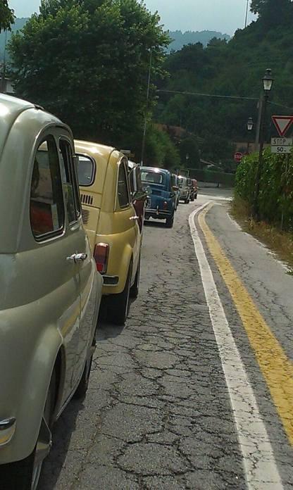 Carovana di auto in arrivo da San Mauro