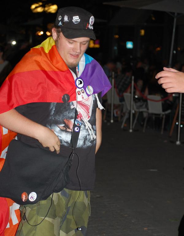 Pirat, som jag känner igen från planka demonstrationen mot SL.. Tror jag har tidigare bilder på den här killen