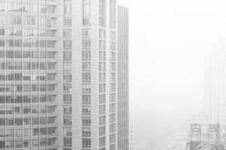 Från vardagsrumsfönstret är dagens smog väldigt påtagande