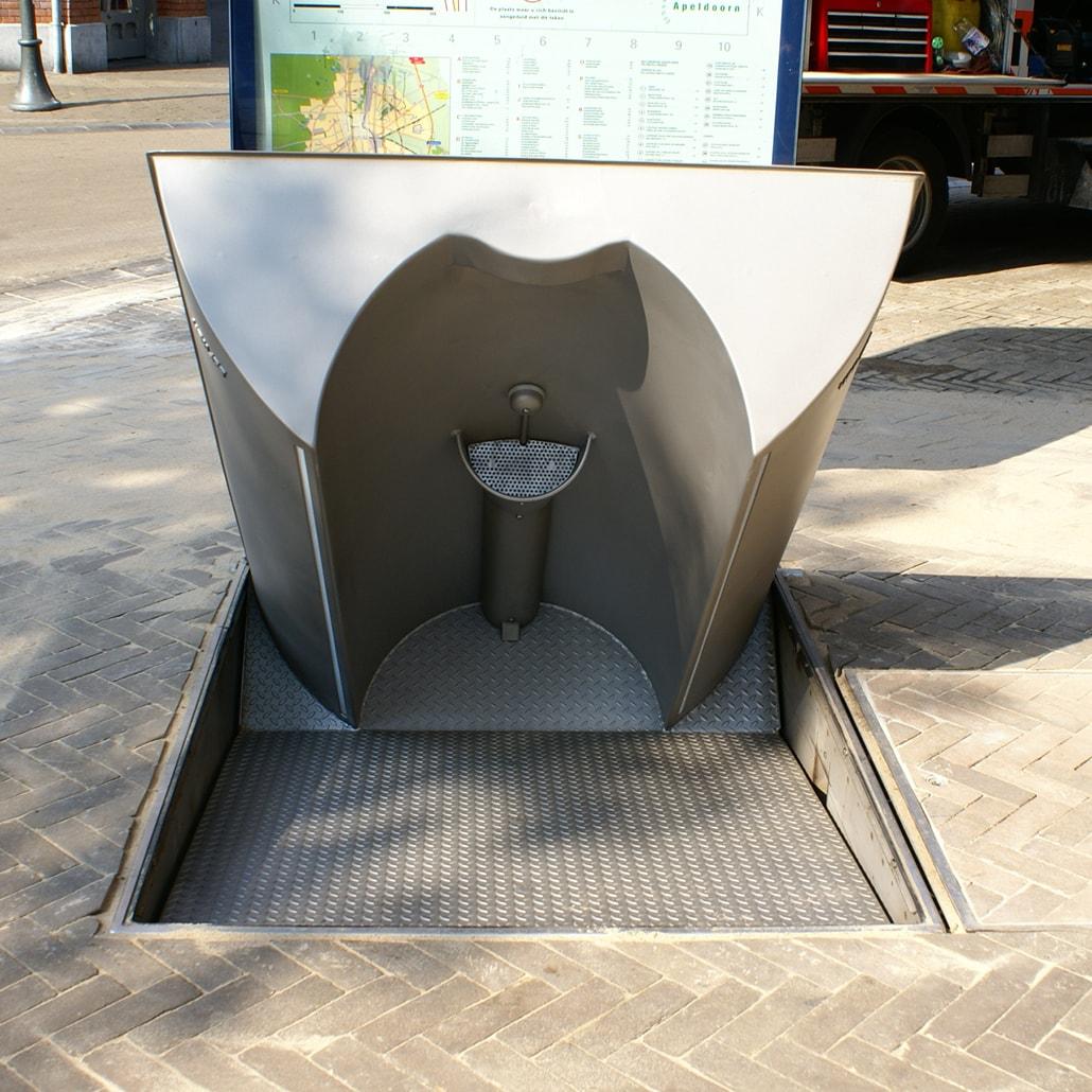 UriLift Single: Self-cleaning public urinal