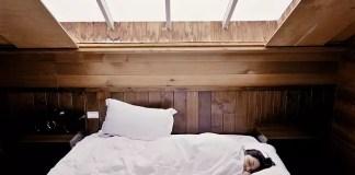 Храни, които ни помагат да спим по-добре