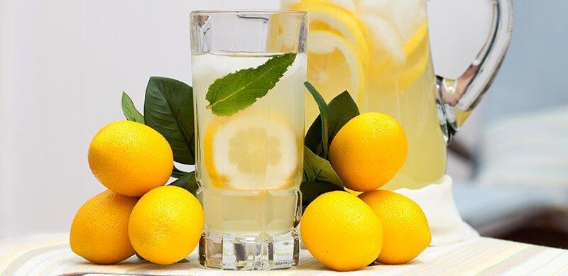 Las Razones Por Las Que Empezar El Día Con Una Taza De Agua Caliente Con Limón Es Buena Para La Salud 1