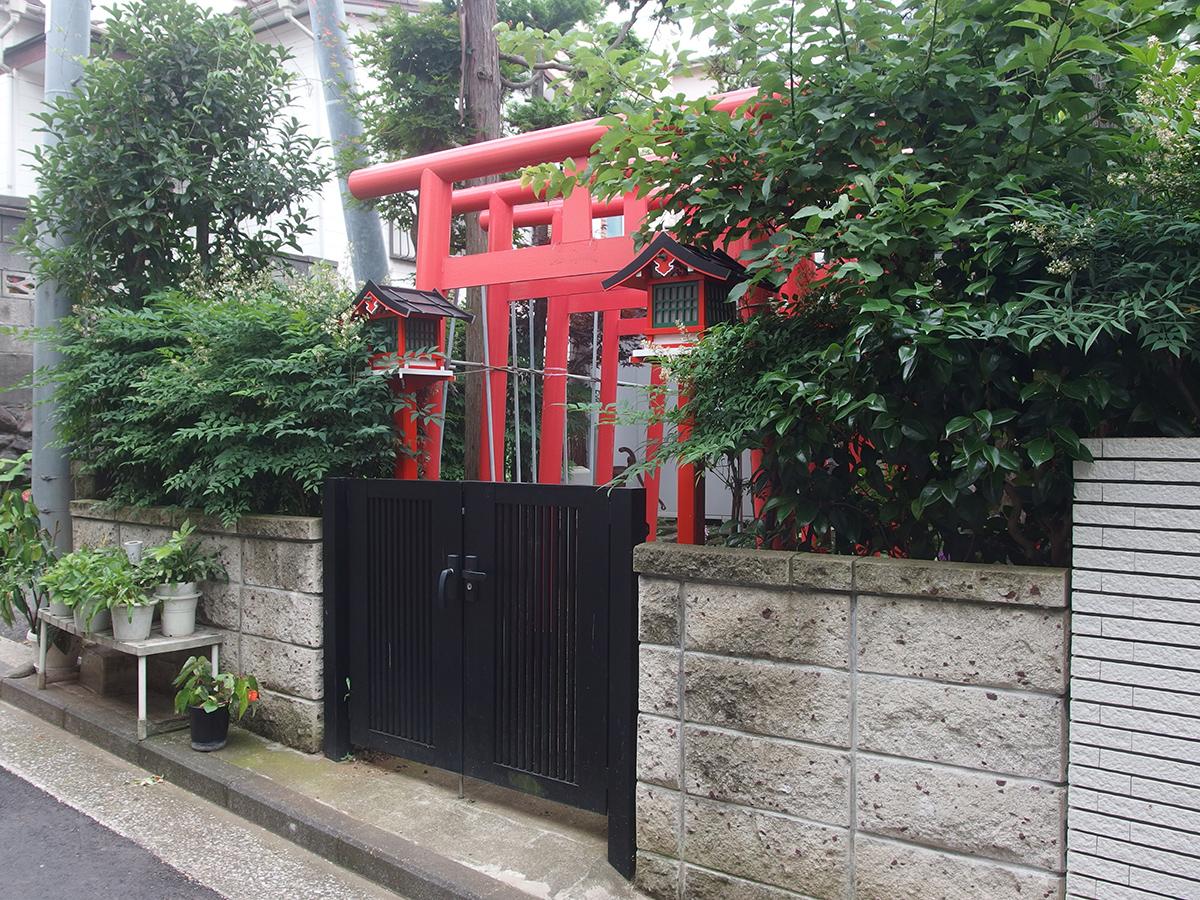 剣徳稲荷大明神(横浜市中区山元町)写真