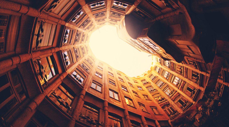 Espaces d'Abraxas scène de tournage pour le cinéma de science fiction patrimoine et architecture à Paris de Brazil à Hunger Games