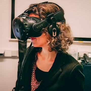 J'ai testé : Un voyage en réalité virtuelle sur la planète Mars avec un casque HTC Vive et l'application VR2Mars de VR2Planets. Explorer la planète Mars, du voyage virtuel à la réalité. Vulgarisation scientifique, expérience de réalité virtuelle, fiction narrative : #science #prospective #VR & #voyage autour de #Mars. #NASA #SpaceX #ESA #CNES #InSight #CuriosityRover #Solarsystem #Technologie #voyagesurMars #voyageversMars #réalitévirtuelle #missionMars #Terre #explorationspatiale #futur
