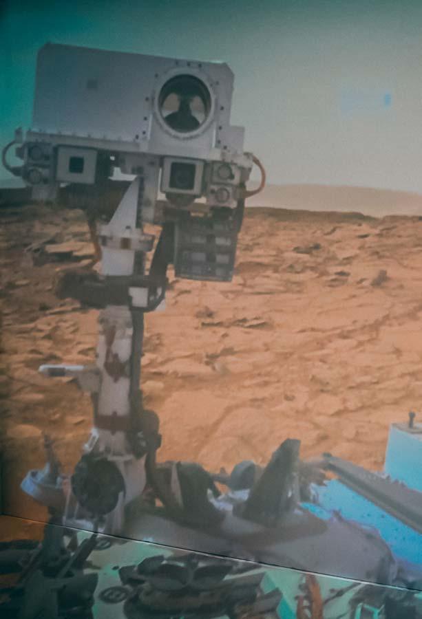 Curiosity sur la planète Mars. Davantage à découvrir sur Sansible. #sansible #curiosity #robot #rover #mars #planete #exploration
