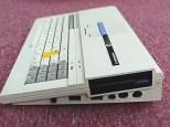 Η έκδοση ΤΟ8D ενσωμάτωνε floppy disk drive 3,5 ιντσών στη δεξιά πλευρά του υπολογιστή, όπως στον Atari ST