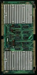 Η κάρτα με τους δύο επεξεργαστές των System 45. Τα τσιπάκια βρίσκονται κάτω από τις μεταλλικές ψήκτρες.