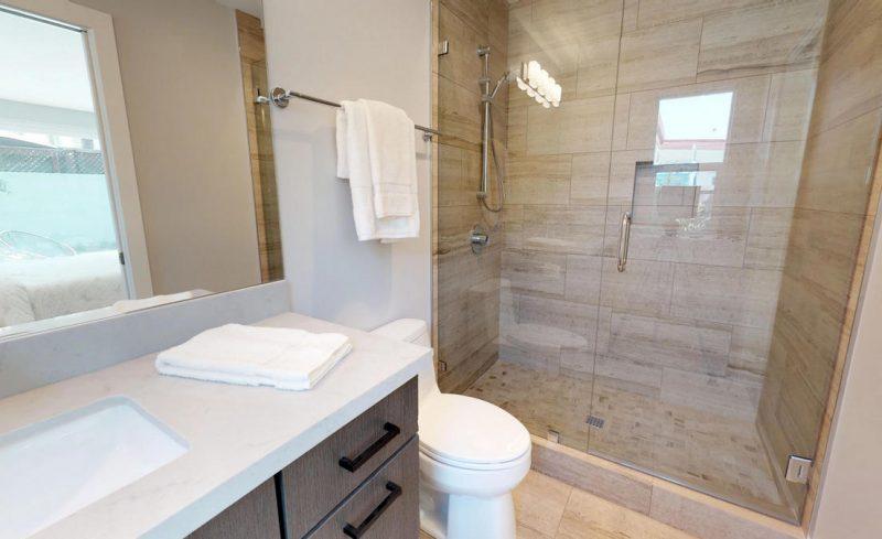 MasterB-Bathroom1