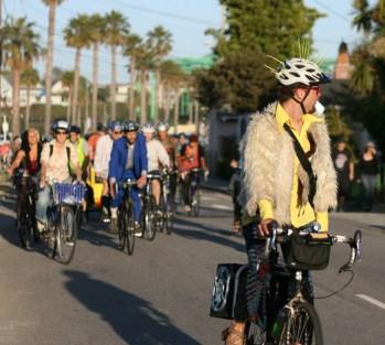 santa-cruz-bike-party_4
