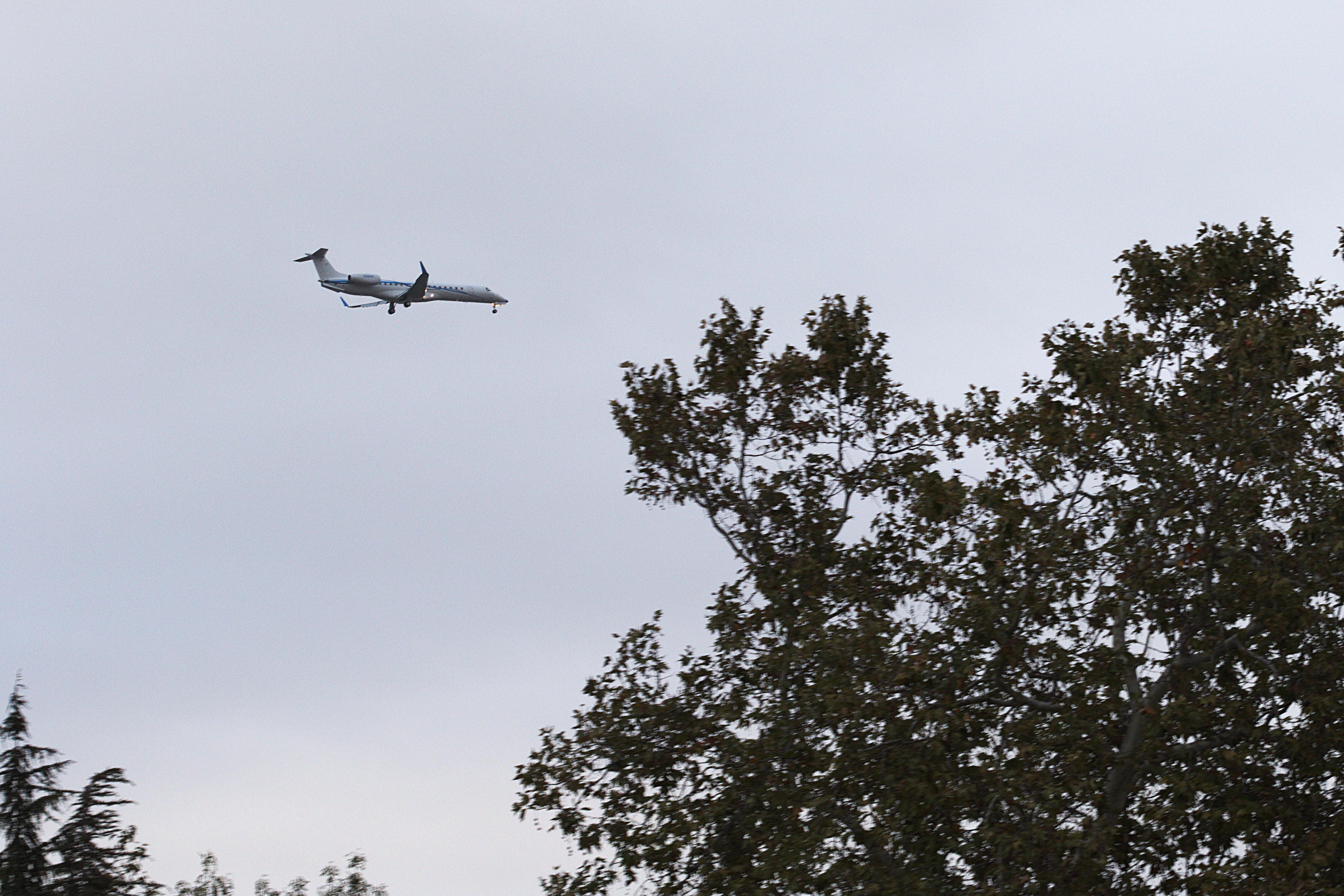 SMC_3009_plane_landing.jpg