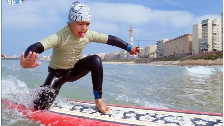 surf-como-terapia-para-el-autismo-y-el-síndrome-de-down-730x410